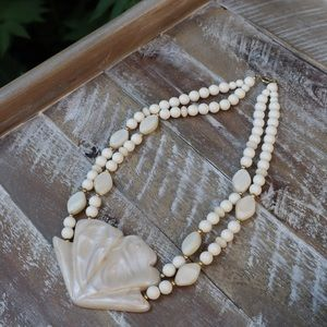 Jewelry - vintage pearl shell shaped statement necklace